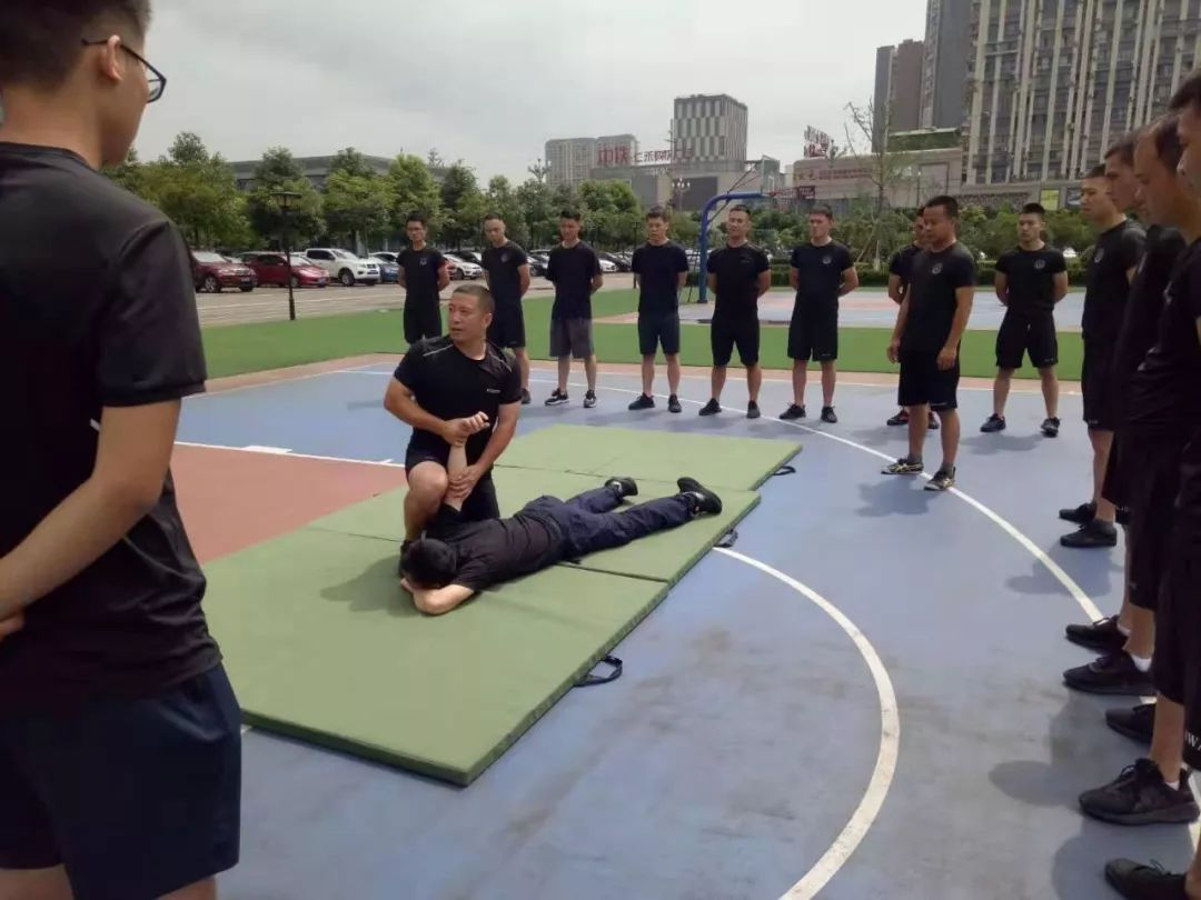 仁寿巡警大队扎实开展警务实战技能培训