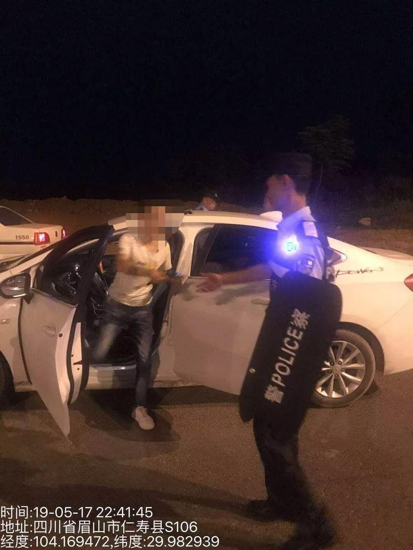 挡获2名吸毒人员,巡警大队夜间巡逻防控效果显著