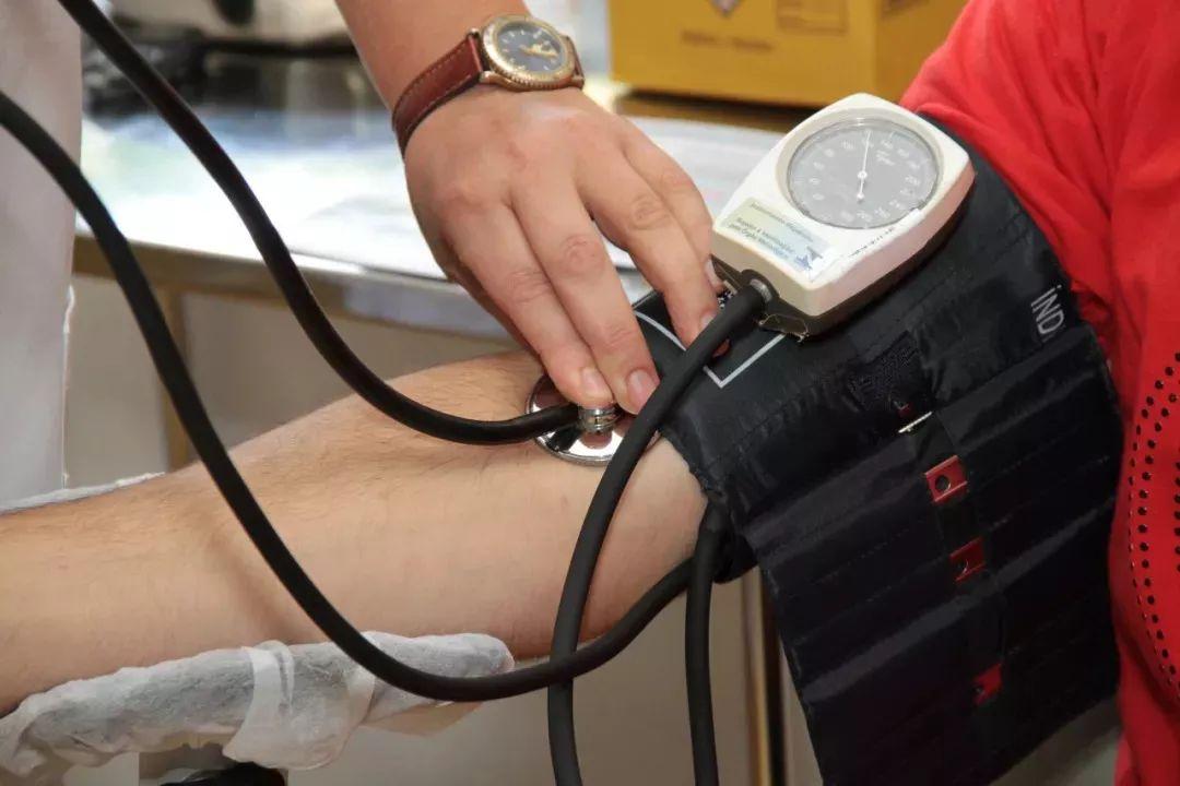"""都错了!高血压的罪魁祸首不是盐,而是""""它"""",很多人因此中招!"""