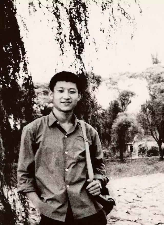 他年轻时插队,种地、拉煤、打坝、挑粪,什...