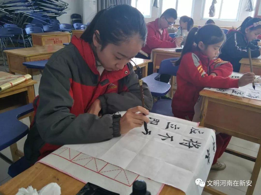 新安县西苑学校举行2018年春季书法绘画比赛