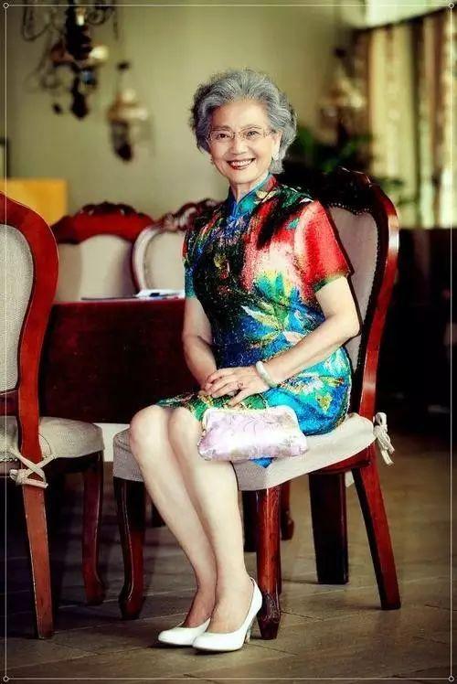 女人的时尚从来都与年龄无关!