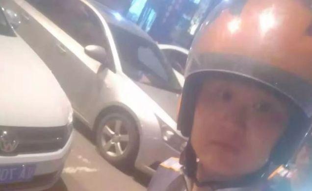 """�店大火,外�u小哥出手:""""�e慌,我干�^5年消防!"""""""
