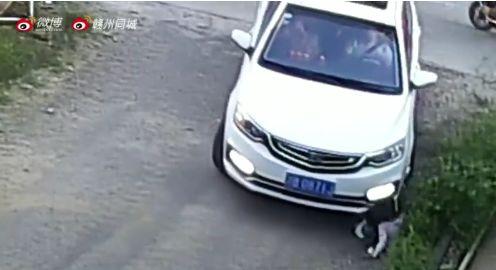 揪心!赣州一3岁女童被小车碾压!请注意这些事!