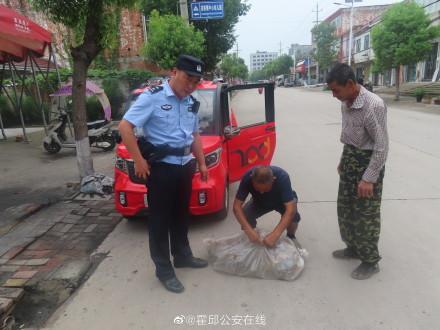 炎炎夏日,霍邱民警帮助村民找回丢失鸭苗