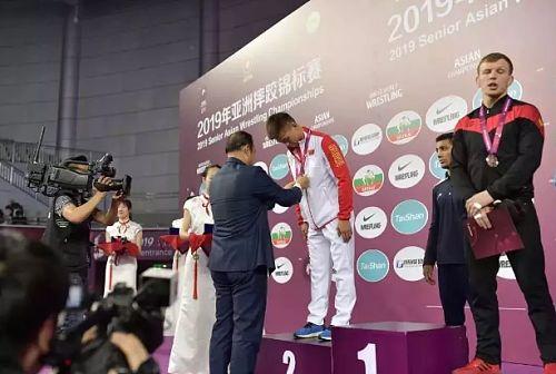 骄傲!小伙在世界赛事上为国争光!