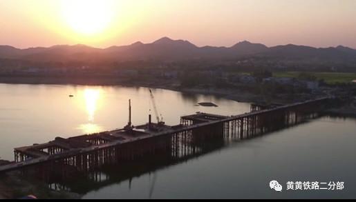 夕阳余晖下的澳门威尼斯人游戏特大桥
