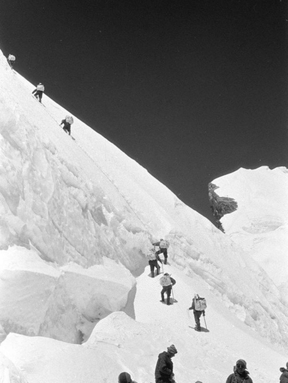 看《攀登者》之前,你必�知道的一���[秘故事