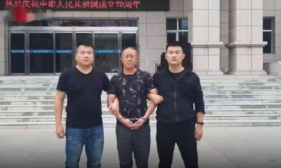 山西男子�橥狄惠v自行�,持刀刺死民警!逃亡24年,被抓�r已…