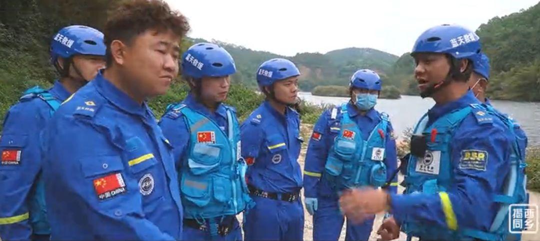 揭西蓝天救援队紧急救寻大溪落水人员