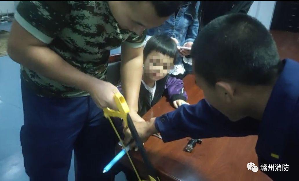 揪心!近期赣州发生多起孩子被卡事件…带娃家长要警惕