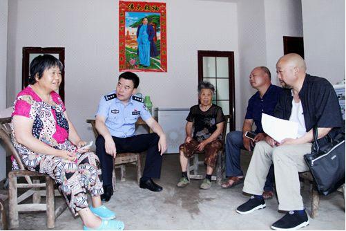 东宝区政府副区长公安分局局长徐金华走访慰问精准扶贫困难户