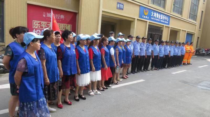 东湖名都社区联合帮帮团、物业公司开展消防安全活动