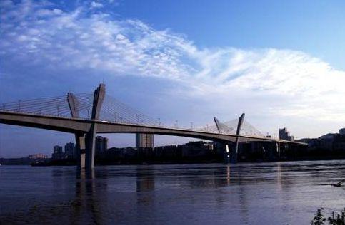 国窖大桥堵到心发慌!市民问:可以改为双向6车道吗?泸州交警这样说