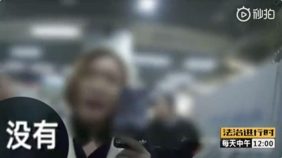 女大学生带刀进地铁扇民警耳光踢裆部!被刑拘后竟说...