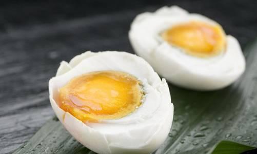 原来吃咸鸭蛋好处这么多,可惜这些人不能吃!快看看有没有你