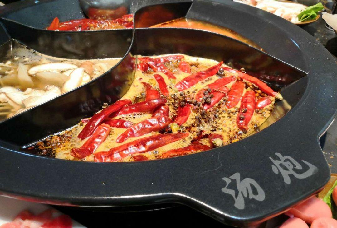恶心!泸州酒城乐园生活广场一新开火锅店竟然吃出了虫子你吃过吗?