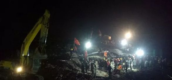 泸州市叙永县突发山体滑坡12人被掩埋,现已救出5人