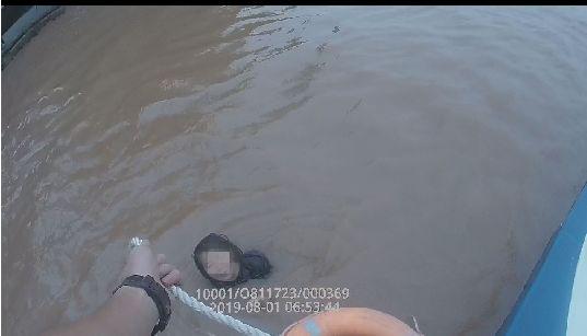 泸州少女跳江轻生,警民合力成功救援