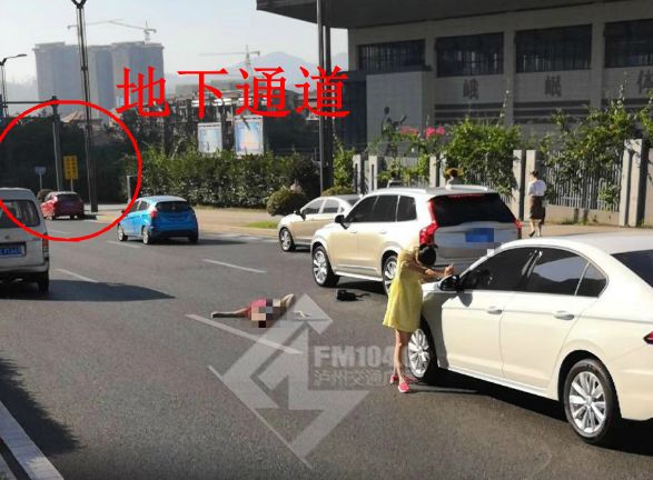 今早有人在泸州酒谷大道横穿马路被撞飞!