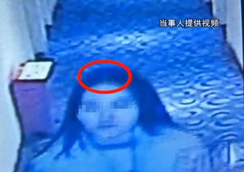 女子住进酒店,第2天看见镜子里的自己,毛骨悚然!@监控显示......