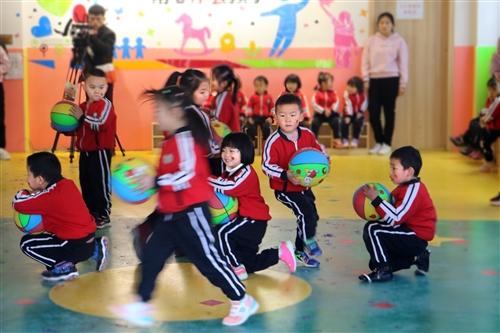 开阳潮水小区晨光幼儿园第一届冬季运动会