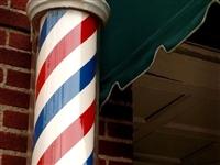 为什么每个理发店门口都有彩色的柱子?今天可算清楚了