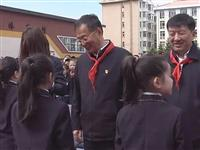 """市委书记史春光和小学生一同庆""""六、一"""""""