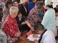 市中医医院组织青年志愿者服务团队开展下乡义诊活动