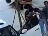 「现场直击」南部某小区,警察布网抓捕嫌犯