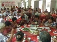 """暖心!每个周末,永春湖洋溪东村的老人都能免费享用一顿爱心满满的""""敬老午餐"""""""