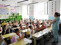 县委副书记、县长史秀明走访慰问一线教师