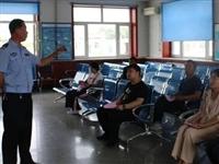 """铁力市公安局交警大队组织开展""""五个一""""进驾?;疃?。"""