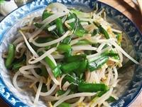 【美食分享】韭菜炒绿豆芽:几分钟搞定,鲜嫩脆爽,太下饭了