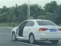 视频丨惊呆小伙伴!男子驾无门小车上路,罚500记4分!