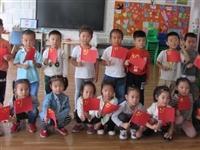 """广饶街道中心幼儿园开展""""迎国庆、做国旗""""活动"""
