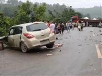 一小车突然越过道路中心与货车相撞,原因竟是...