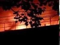 揪心!父母火场紧抱女儿以背挡火,母亲当场丧生…