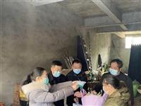 带上真情送去祝福——慰问富顺县首个新冠病例痊愈患者