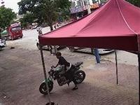 监控全程拍下,紫金2青年大白天店门口偷走摩托车