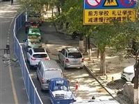 @街坊领居们,天水这条路施工单向通行,四条公交线路临时绕行?