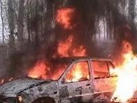 昨夜藁城正无路北白皮加油站附近一停车场起火,疑似三辆大货车焚毁!