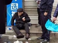 慈溪八旬老人摔得满脸是血,城管队员暖心救助