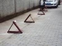 在镇雄用各种方式霸占公共停车位,一个字:拆!