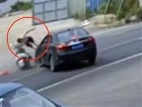 惊险!揭西一路段发生交通事故,摩托车司机撞到飞了起来!