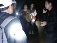 14名游客夜困深山 宁国警方跨界援救