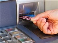 只取100元,ATM机为什么唰这么久?为了挑张好看的?原来竟是…