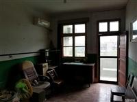 枝江董市318国道旁黄金地段三室一厅出售