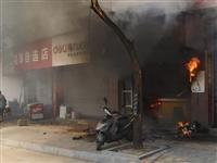 中午11点!乐平一沿街店铺起火,店内被烧得一塌糊涂…