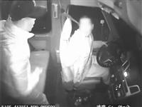 泸州一醉酒男掐正在开车司机颈脖子,车辆失控撞向行道树,被依法刑拘!